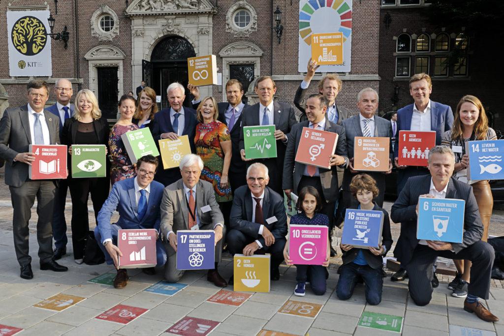 Op 25 september was de SDG Impact Summit in het Koninklijk Instituut voor Tropen te Amsterdam. De Sustainable Development Goal werd bijgewoond door vertegenwoordigers van bedrijven, maatschappelijke organisaties, overheden, young professionals en Kamerleden. Het doel van de top is om met alle vertegenwoordigers van de aanwezige organisaties af te spreken wat er nog meer moet gebeuren om de 17 Duurzame Ontwikkelingsdoelen te bereiken. De Verenigde Naties streven ernaar de SDGs in 2030 te realiseren.
